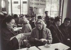 Café rue de Rivoli, 1957 by Robert Doisneau Robert Doisneau, Paris Black And White, Black White Photos, Black And White Photography, White Art, Henri Cartier Bresson, Old Paris, Vintage Paris, Vintage Black