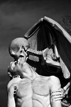 Poble nou, BCN. El Petó de la Mort (1930) Taller: J. Barba, Esculptor: Joan Fontbernat