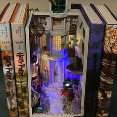 Deco Harry Potter, Harry Potter Diagon Alley, Harry Potter Room, Harry Potter Dolls, Harry Potter Christmas Decorations, Book Corners, Miniature Crafts, Book Nooks, My New Room