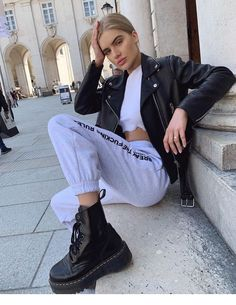 comfy street style looks that will make you look cool 8 ~ thereds. Mode Outfits, Trendy Outfits, Fashion Outfits, Fashion Clothes, Fashion Ideas, Hipster Clothing, Hipster Outfits, Girly Outfits, Classic Outfits