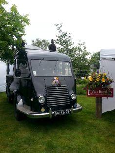 De goellette rouwwagen is te huur via info@uitvaartverzorgingvaneerden.nl
