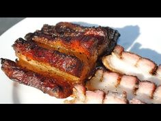 Reading through this skin-on pork belly recipe will get your juices flowing in no-time (imagine trying it out! Smoked Pork Belly Recipe, Pork Belly Recipes, Smoker Recipes, Bacon Recipes, Wine Recipes, Pig Roast, Smoking Meat, Juices, Grilling
