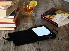 Real Book Or Kindle For Novel Reading? Kobo Ereader, Bons Romans, Storing Books, Paper Book, Photo Search, Best Selling Books, Amazon Kindle, Book Reader, Bath Caddy