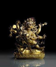 铜鎏金六臂大黑天立像 创作年代 清18世纪 尺寸 高41cm 估价 150,000 - 200,000 EUR  作品描述 欧洲名家私人收藏。曾在不同展览上展出。录入布达佩斯1995年版KelényiBéla&VinkovicsJudith合着展览图录《蒙古与西藏地区的佛教卷轴绘画》(TibetiésMongolbuddhistatekercsképek)第159;录入布达佩斯应用艺术博物馆2008年1月21日-4月20日特展图录《匈牙利私人收藏艺术珍品》(TheNoblePassionofCollecting-ArtWorksfromHungarianprivatecollections)第163页、图录第59号;录入布达佩斯历史博物馆2013年12月18日-2014年3月3日特展图录《珍藏》(TreasuresfromHome)第288页、图录第13号…
