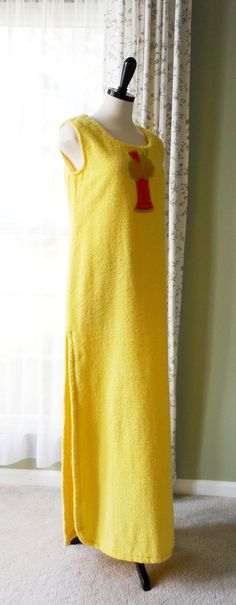 Vintage Beach Cover Up, Terry Cloth Swimsuit Cover Up, Vintage Terrycloth Loungewear, Bath Cover Size M/L  Such a cool cover-up! This yellow terrycloth swimsuit cover would be wonderful this summer! I think it would also make a great lounging dress for coming out of the shower, and its so cute with the large ice cream float applique on the front. Handmade, but for the size I would say a 4/6/8. The mannequin it is shown on is a 4/6.  Length from shoulder to hem is 57 Bust ...
