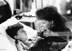 Viven Leigh portrays Anna Karenina at her son's bedside in the 1948 film Anna Karenina. Get premium, high resolution news photos at Getty Images Anna Karenina, Vivien Leigh, Sites Like Youtube, Video Site, Papa Francisco, British Actresses, Classic Movies, Still Image, Frases