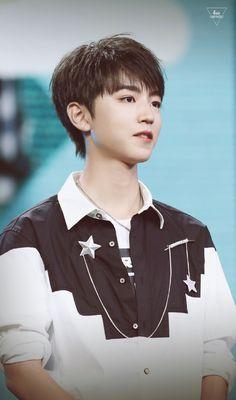 [161108] TFBOYS Vương Tuấn Khải tại sinh nhật Vương Nguyên 16 tuổi