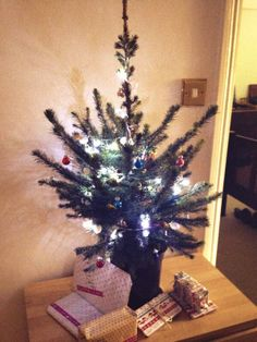 Fantastic entry from @claireejturner on twitter of her Clapham Christmas tree!
