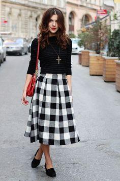 Stunning street style maxi skirt & outfit for autumn. just lengthen the midi skirt Winter Fashion Outfits, Modest Fashion, Autumn Fashion, Classy Fashion, Party Fashion, Fashion Dresses, Fashion Black, Jw Fashion, Style Fashion