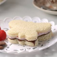 Put a romantic spin on Marshmallow Fluff with this pretty, chocolatey tea sandwich that's tons of fun for kids and grownups alike! Nutella Sandwich, Peanut Butter Sandwich, Raspberry Tea, Raspberry Preserves, Nutella Slice, Marshmallow Tea, Fruit Gushers, Tea Sandwiches, Shaped Cookie
