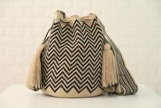 NEW ARRIVAL This one-of-a-kind Wayuu Bag is tightly handwoven by one strand of Fine Cotton thread and has very vibrant patterns. Silk Thread, Cotton Thread, Medium Bags, Crochet Stitches, Bucket Bag, Hand Weaving, Knitting, Chic, Pattern