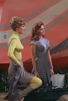 Land of the Giants ,  Deanna Lund , Valerie Scott,  Heather Young , Betty Hamilton