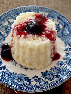 Orez cu lapte ~ bucatar maniac Read Recipe by bucatarmaniac Romanian Desserts, Romanian Food, Romanian Recipes, Vegan Desserts, Delicious Desserts, Dessert Recipes, My Recipes, Cooking Recipes, Favorite Recipes