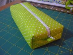 Thia shape could be handy for somw things Pencil Case Tutorial, Pencil Case Pouch, Diy Sac, Diy Bags Purses, Couture Sewing, Sewing Accessories, Leather Handle, Clutch Bag, Sewing Patterns