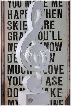 erhältlich hier: http://de.dawanda.com/product/100923231-notenschluessel-aus-holz-h37cm-shabbyweiss Notenschlüssel, Violinschlüssel, Handarbeit aus Holz, Silvi K.