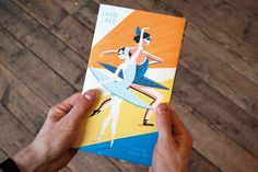 Illustrated accordion book for kids - no words, just beautiful drawings of a night at the Ballet -  »Swan Lake« by Ping Zhu for Nobrow Press. Awesome concertina book! #swanlakeunitstudy