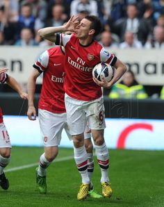 Koscielny celebrates another final-day-of-the-season goal, following his winner at WBA in 2012! #Newcastle v #Arsenal
