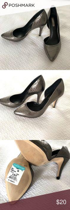 🖤NEW🖤 BCBGeneration heels NEW Gorgeous charcoal Metallic heels Size 8 BCBGeneration Shoes Heels