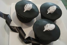 New Zealand All Blacks Rugby Cupcakes Mini Cakes, Cupcake Cakes, Cupcakes, Grandma Birthday Cakes, Rugby Cup, All Black Party, Football Party Foods, All Blacks Rugby, Sport Cakes