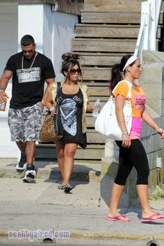 Ronnie, Snooki and JWOWW leaving the shore house during Jersey Shore Season 6 filming