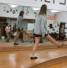 The girl who decided it was time to walk like a peacock.  | 28 People Who Have Really Bad Timing