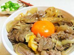 《日式牛丼》在家簡單動手做,多加了起司,與牛肉一起融入醬汁裡,有意想不到的美味~ 歡迎上《188懶人料理》粉絲團,看看最新的影音食譜http://goo....