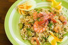 L'insalata di riso con zucchine e gamberetti è un piatto freddo gustoso e semplice da preparare. Ecco la ricetta ed alcuni consigli