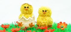 Easter Crochet Projects: A cozy chicken family Do you want to crochet Easter decorations? This cozy chicken family will cheer up every space! Continue reading for the free Easter crochet pattern! Free Knitting, Free Crochet, Knit Crochet, Drops Paris, Crochet Chicken, Easter Crochet Patterns, Cheer Up, Crochet Projects, Sewing Crafts