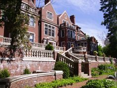 Glensheen Mansion, Duluth, Minnesota -  murder and a historical house:  yes.