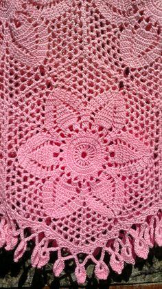 Blusa de crochê feita à mão, confeccionada em linha 100% algodão. Tamanho M/G Cor à escolha do cliente.