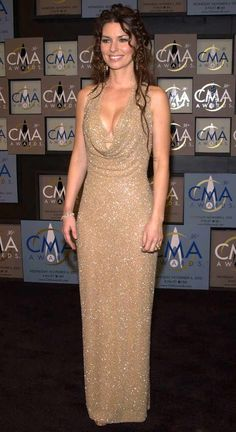 <p>The Canadian-born star returns to her musical home for the 2003 CMA Awards, held at the Grand Ole Opry in Nashville.</p>