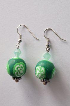 Schhicke Ohrringe  in grün und weiß von Selbstgemachtes 2 Froilleins Werkstatt auf DaWanda.com