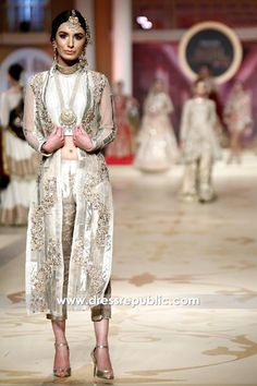 Oyster Elsa Pakistani Party Wear Dresses, Pakistani Dress Design, Pakistani Designers, Party Dresses, Asian Party Wear, Indian Party, Shalwar Kameez, Anarkali Suits, Indian Wear
