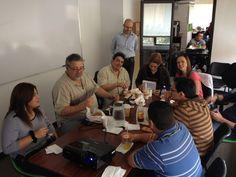 """El team disfrutando un su desayuno durante la clausura del taller """"Purple Cow"""" en las instalaciones de EBclosion."""