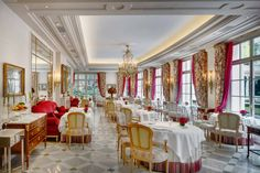 Restaurant at Hotel Le Bristol Paris Best Interior Design, Interior Design Inspiration, Le Bristol Paris, Days Hotel, Richest In The World, Lobby Interior, Hotel Lobby, Modern Furniture, Luxury