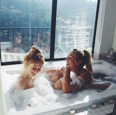 lesbian-blonde-in-bubble-bath-traci-lords-poolside-sex