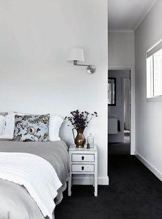 Ideen Schlafzimmer dunklen Teppich Haus Your bed room flooring can be important. Dark Grey Carpet Bedroom, Gray Bedroom Walls, Dark Carpet, Beige Carpet, Patterned Carpet, Bedroom Decor, Modern Carpet, Neutral Carpet, White Gray Bedroom
