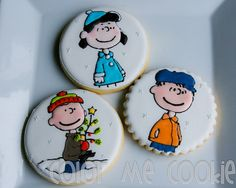 These are beautiful Peanuts cookies.