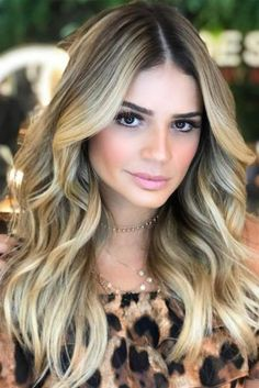 Best Hairstyles & Haircuts for Women in 2017 / 2018 : Long haircuts are always in style and so versatile. Long layered hair styles all… Long Layered Haircuts, Haircuts For Long Hair, Long Hair Cuts, Curled Hairstyles, Hairstyles Haircuts, Cool Hairstyles, Layered Hairstyles, Female Hairstyles, Thin Hair Styles For Women