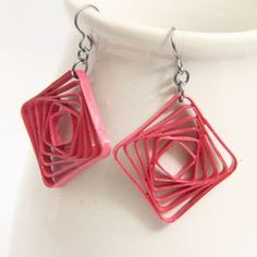 Square Swirl Earrings - Free Paper Quilled Jewelry Tutorial using Border Buddy - Honey's Quilling Quilling Instructions, Paper Quilling Tutorial, Paper Quilling Designs, Quilling Patterns, Origami Jewelry, Paper Jewelry, Paper Beads, Jewelry Crafts, Paper Quilling Earrings