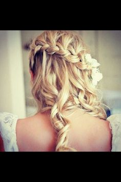Curly side-braid wedding hair