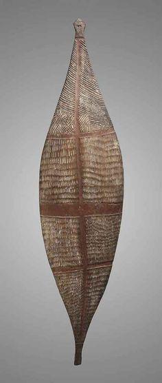Aboriginal Parrying shield from Eastern Australia Aboriginal Culture, Aboriginal Art, Pottery Painting, Pottery Art, Painted Pottery, Primary School Art, Australian Art, Indigenous Art, Tribal Art