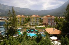Antas Deluxe Aparts Fethiye (Mugla) Overlooking the pine forests of Mount Babadag, Antas offers self-contained accommodation in Ölüdeniz, 2 km from the celebrated Blue Lagoon Beach. It features an outdoor pool and a hammam with massage parlour.