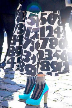 Number print skirt in Paris . World Of Fashion, Fashion Art, Vintage Fashion, Paris Fashion, Charlotte Olympia, Street Chic, Street Style, Paris Street, Urban Chic