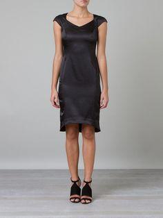 ERIKA IKEZILI Vestido preto  R$ 258,00R$ 180,60 12 x R$ 15,05 http://ad.zanox.com/ppc/?30691238C18628954&ULP=[[http://www.farfetch.com/br/shopping/women/erika-ikezili-vestido-preto-item-10689821.aspx?storeid=9096&ffref=lp_198_&utm_source=zanox&utm_medium=Display&utm_campaign=custom_deeplink]]