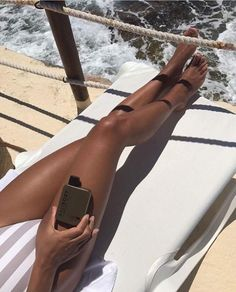 Bronzed ✨ The Gold Tanning oil is so much more tan just a tanning oil. On sunshiney days it'll give your skin a golden tan and for every… Summer Skin, Summer Glow, Summer Body, Bronze Tan, Tan Body, Tan Girls, Golden Tan, Dark Tan, Tan Skin