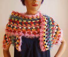 ein Hingucker, den man auch für elegante Anlässe nehmen kann, handmade, unikat Crocheted Scarf, Crochet Scarves, Handmade Scarves, Elegant, Shawls, Bunt, Crochet Necklace, Colours, Fashion