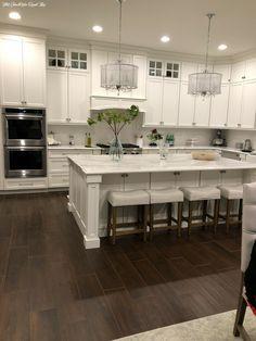 Home Decor Kitchen, White Kitchen Remodeling, White Modern Kitchen, Kitchen Credenza, Kitchen Cabinet Remodel, Kitchen Trends, Kitchen Room, Kitchen Remodel, Trendy Kitchen