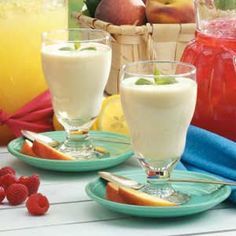 Peaches 'N' Cream Smoothies ~~ great for a quick breakfast or an afternoon pick-me-up!