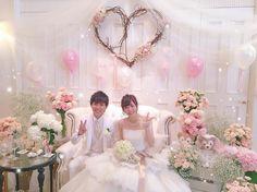 可愛い高砂の背景デコレーションまとめ   marry[マリー] Diy Wedding Backdrop, Bridesmaid Dresses, Wedding Dresses, Backdrops, Balloons, Table Decorations, Photo Booths, Party, Flowers